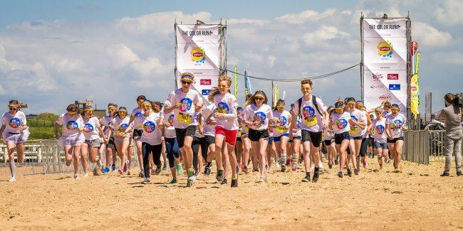 Tổ chức các hoạt động, sự kiện ngoài trời nhằm kết nối nhân viên với nhau