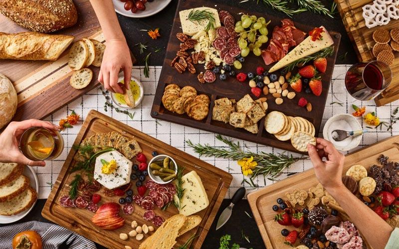 Trình bày các món ăn hấp dẫn và bắt mắt nhằm thu hút thực khách cho nhà hàng